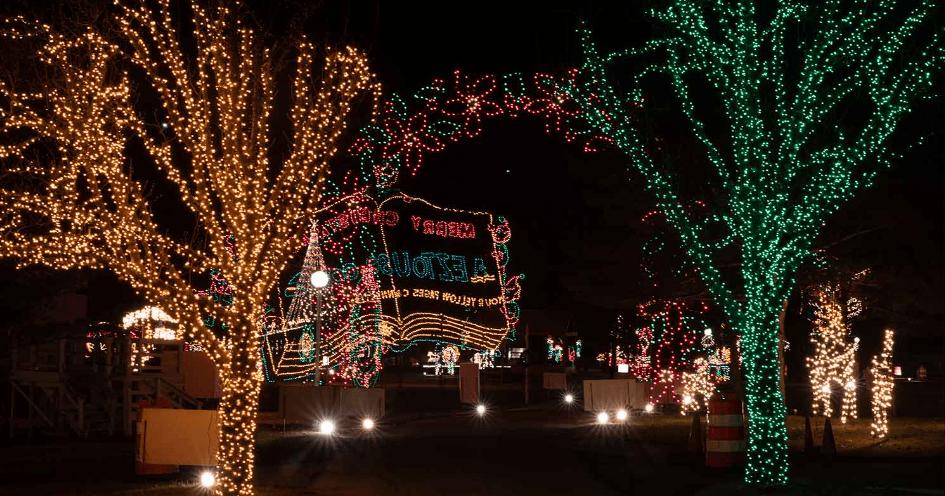 Holiday Lights on the Lake offers drive-thru Christmas lights near Pittsburgh.